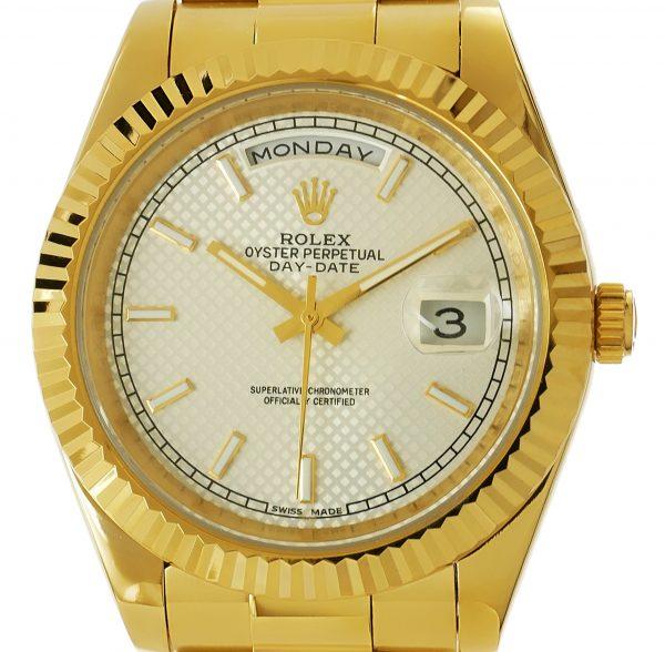 Rolex Daydate Gelbgold 41mm weißes Zifferblatt